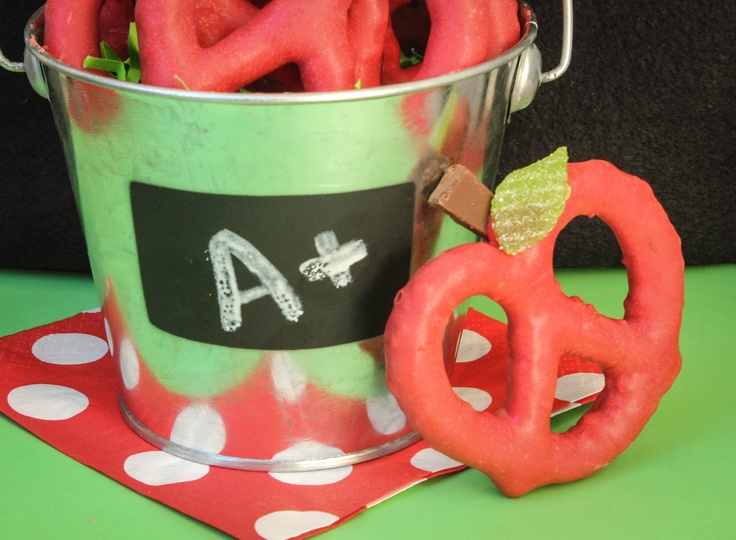 Perfect present for an awesome teacher in your life: Chocolate Covered Pretzel Apples #teacherlove