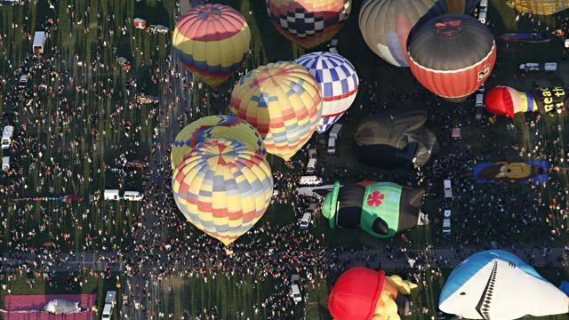 Ad Albuquerque, nel Nuovo Messico, giovedì 11 ottobre si è tenuto il Festival Internazionale della Mongolfiera.