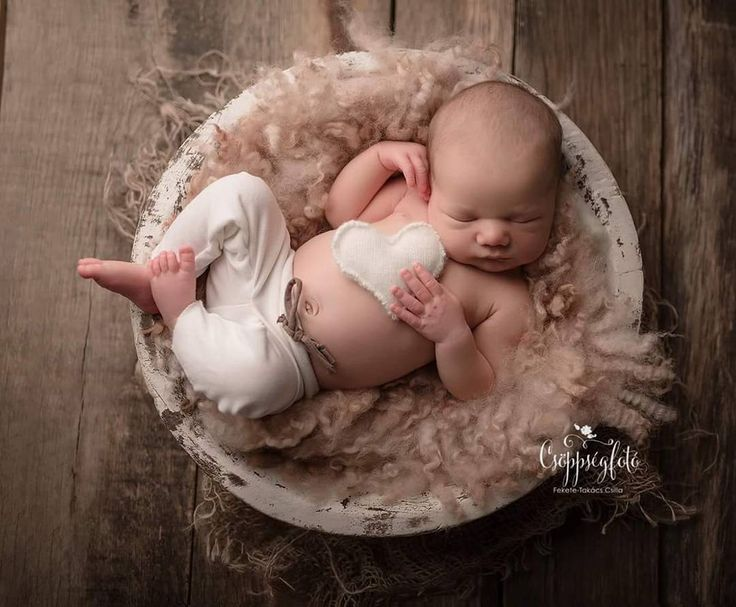 #rts #photoprops #handmade #handcraft #newbornphotpgraphy #newborn #photography #newbornphotoprop #newbornphotoprops #newbornprops #etsyshop #etsy #propshop #prop #woolanddreams #wool #mik #rts #woolblanket #Blankets #blanket #feltedfur #curly #curlylayers #fluffy #powder