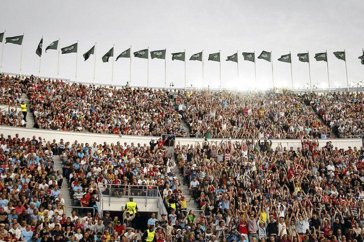 Olympiastadion täyttyi Arsenalin kannattajista. Kuva: Marko Happo -- Lue juttu: Elokuussa täydellä Olympiastadionilla nähtiin kaksi Valioliiga-jättiläistä