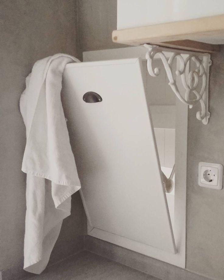 De wasmand in de Bed en Breakfast. De handdoeken komen zo bij mij in het washok en ik weet gelijk hoeveel schone handdoeken je nodig hebt! #wasmand #waskoker #handdoeken #towels #badkamer #bathroom #lasalledebain #bedenbreakfast #bedandbreakfast #koesfabriek #Dokkum