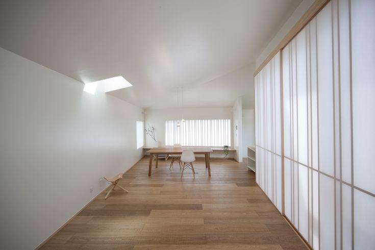 建築家:小林進一「宙に浮いた中庭を持つ平屋」
