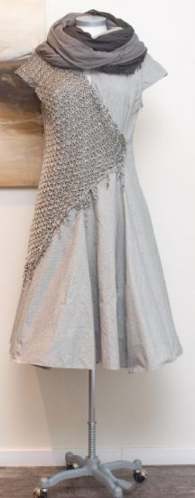 Interesting mix - rostfrei by a. röstel - Kleid Stoff Strick Destroyed taupe - Sommer 2014