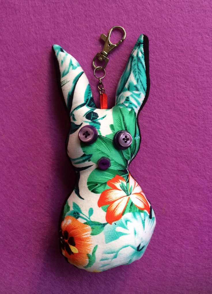 Hawaiian Bunny keyrings - rabbit Keyrings - fabric keyrings doll - Hawaiian fabric - Keychain bag charm di VariArtIry su Etsy