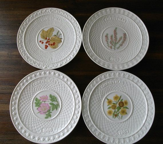 Here, we present this four fine china Christmas plate set from Belleek Pottery in Northern Ireland made in 1984, 1985, 1986 and 1987. These four colored Belleek Christmas plates are very collectible, because between 1984 and 1987, these are only four years that Belleek produced these four colored flower patterns for Christmas deco on a yearly basis.    Belleek Pottery Ltd is a porcelain company that began trading in 1884 as the Belleek Pottery Works Company Ltd in Belleek, County Fermanagh…