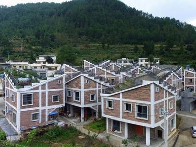 Urban-like post-disaster rural housing incorporates rooftop gardens