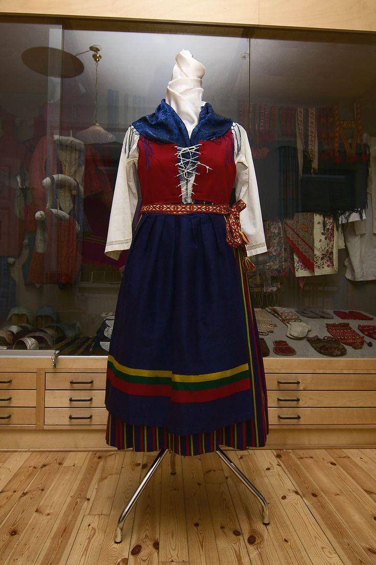Ingå folkdräkt/Inkoon kansallispuku/Ingå folk costume. Finn-Swedish. Photo: Linda Varoma