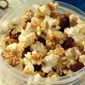 Popcorn Trail Mix ~ What you need:  2½ cups low‐fat microwave popcorn   1½ cups honey nut or plain cheerios  ¼cup raisins or craisins  ¼ cup honey roasted soy nuts  ¼ cup plain dark chocolate chips  All you do:  1. Pop popcorn.  2. Mix all ingredientstogether. Enjoy!  ~180 calories