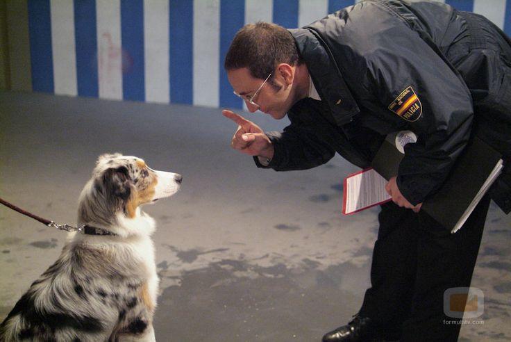 Povedilla adiestra a un perro en 'Los hombres de Paco'