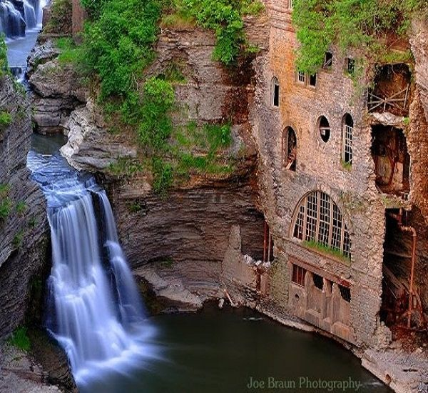 Places To Visit In The Fall In Usa: Triphammer Falls, Ithaca, New York