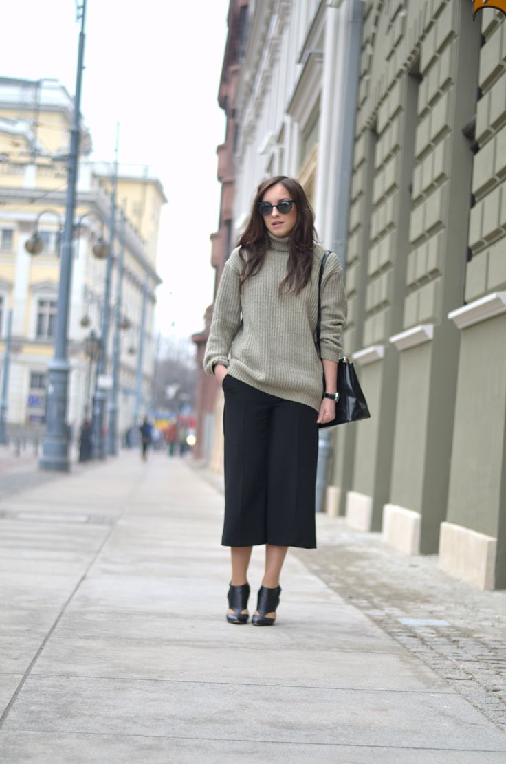 #stretstyle #fashion #turtleneck #elegant #shorts #pants #zara #jumper #minimal
