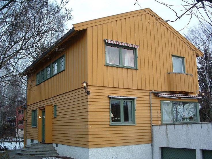 """Funksjonalistisk preget """"Skjørt og bluse-hus"""" oppført i tungt bindingsverk. Foto: Marte Boro"""