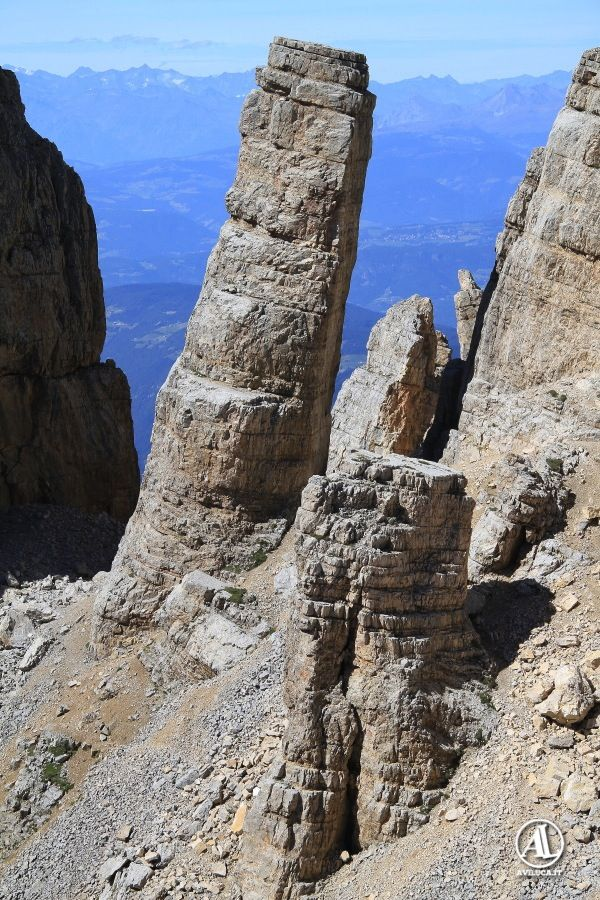 Torre di Pisa, presso l'omonimo #rifugio sul Latemar… si sale da #Pampeago in Val di Fiemme… #torredipisa near the homonymous #hut...