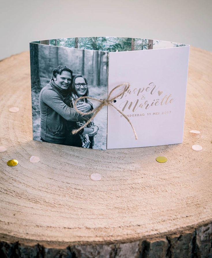 Trouwkaart Jasper & Mariette - Ontwerp Marjolein Vormgeving #trouwkaart #ontwerp #opmaat #trouwkaarten #persoonlijk #kaarten #trouwen #goud #gold #roze #peach #luikvouw #kaart #menukaart #menu #trouwhuisstijl