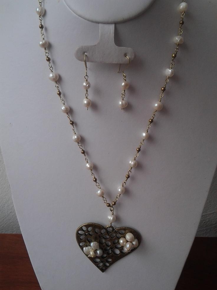 collar   de  perla de rio