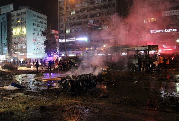 <p>Για καταστροφή της τουριστικής περιόδου στη Τουρκία μιλούν οι υπεύθυνοι φορείς. Τους 37 έφτασαν οι νεκροίτης επίθεσης με παγιδευμένο αυτοκίνητο αργά το απόγευμα της Κυριακής στο κέντρο της Άγκυρας, όπως ανακοίνωσε ο υπουργός Υγείας της Τουρκίας Μεχμέτ Μουεζίνογλου, ενώ 71 άνθρωποι νοσηλεύονται οι 15 σε κρίσιμη κατάσταση. Το ελληνικό υπουργείο Εξωτερικών, σε ανακοίνωσή του χθες […]</p>