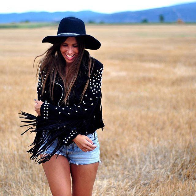 H A P P I N E S S! 🌾 #algobonito #algobonitoenotoño #lookdeldia #ootd #free #freedom #happy #happiness #nuevacoleccion #moda #fashion #shopping #timeforshopping #cazadora #chaqueta #flecos #ante #ropa #mujer #saturday #nuevo #new #instamoda #nuevacoleccion #newcollection #otoño #fall #autumn