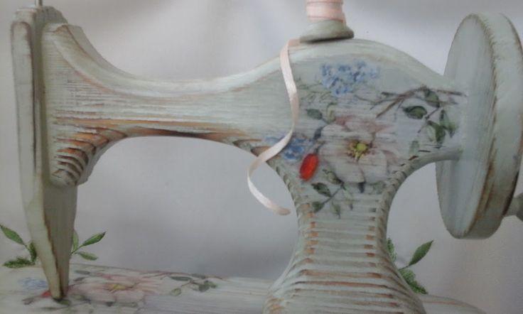 Продам оригинальную и стильную шкатулку ручной работы.Выполнена в технике декупаж.Обжиг,браширование,вощение.Материал сосна,размер 26*20*33 см.Шкатулка тяжелая,массивная и очень добротная!Выполнена в единственном экземпляре,создаст неповторимый антураж в любом интерьере.