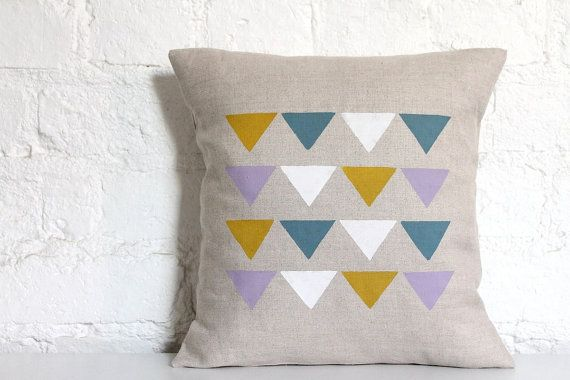 Hand Printed Linen Cushion Cover  Triangles par hellomilky sur Etsy