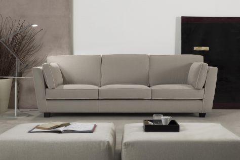 Divani Moderni: Offerta e Vendita Divano moderno Artigiano su misura in pelle o tessuto. Il divano Artigiano è un elegante divano moderno personalizzabile nella misura e nelle finiture.