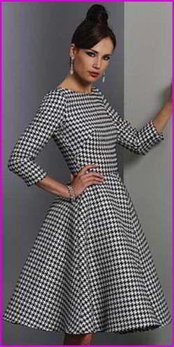 Такая выкройка платья на каждый день строится очень просто и быстро. С ней легко справится всякий, кто захочет пошить этот наряд. Очень эффектно смотрится платье на каждый день, выполненное из ткани с очень стильным принтом «гусиная лапка». Эта знаменитая ломаная клетка вновь победоносно шествует по подиумам, и данная модель из журнала Vogue является тому подтверждением
