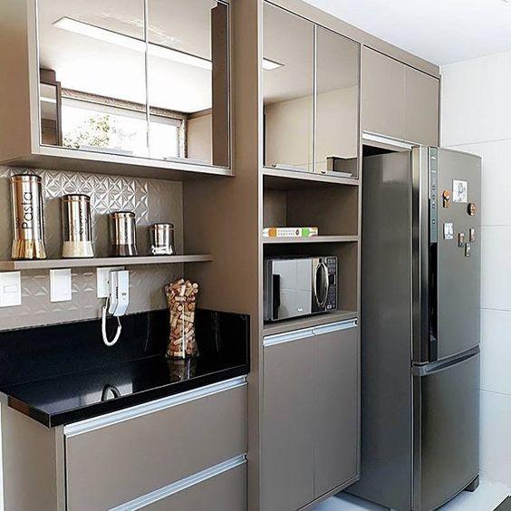 """5,795 curtidas, 37 comentários - Meu novo Apê (@meunovoape) no Instagram: """"Uma linda cozinha passando na sua timeline. O espelho bronze dos armários deixou o local…"""""""