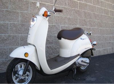 2009 Honda Metropolitan Scooter:  The 2009 Honda Metropolitan Scooter for sale comes with a chrome rear luggage rack that will be installed for the new owner at no extra charge! The 2009