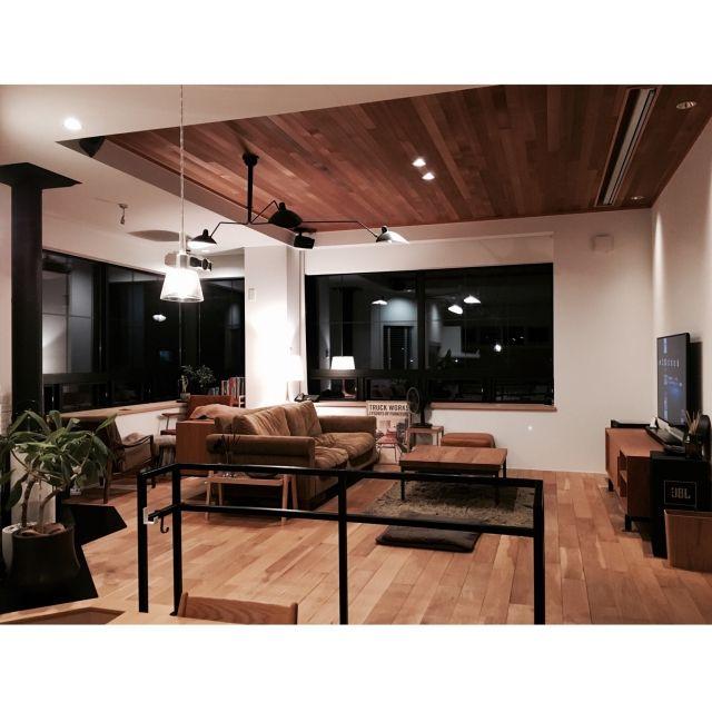 YUHさんの、Overview,照明,ナチュラル,TRUCK,セルジュムーユ,薪ストーブ,TRUCK FUNITURE,アースカラー,大きな窓,FKソファ,白い家,iron…