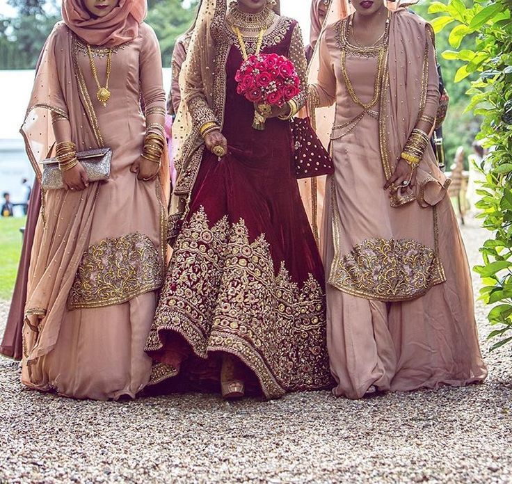 Exquisitely dressed bride and bridesmaids❤️