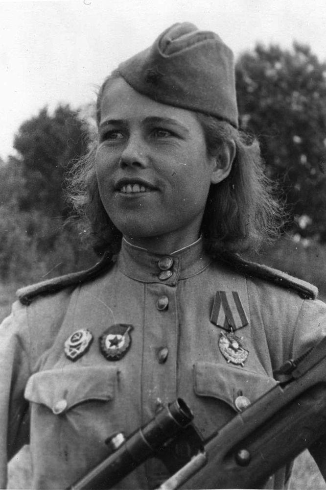 OLD photo 15x10cm 4x6inch WW2 Women on the War Russian woman sniper USSR (4495)