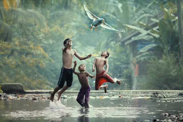 Photographer Taufik Sudjatnikas Incredible Photos of Life in Indonesia