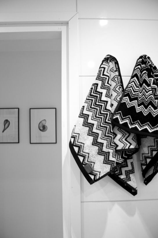interesting design on towels and like the black and white framed pictures