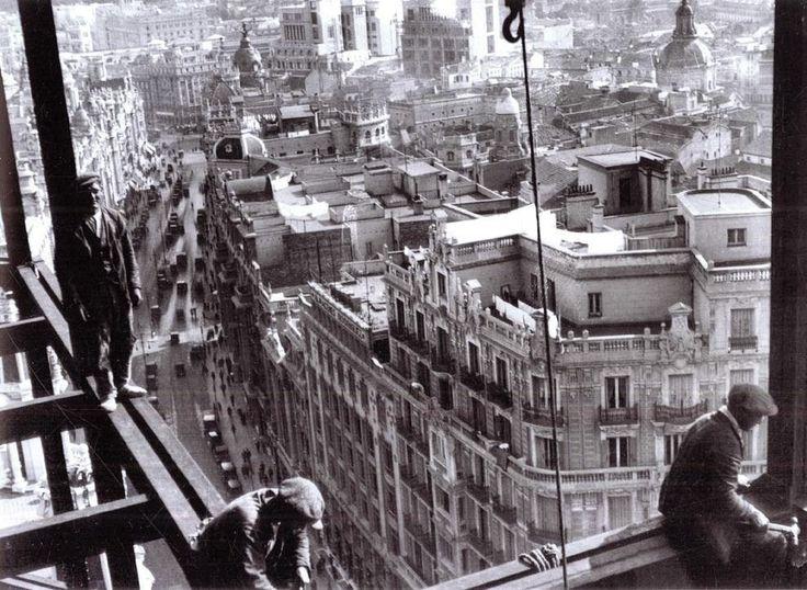 Historias y Pinturas: El Otoño y el Madroño