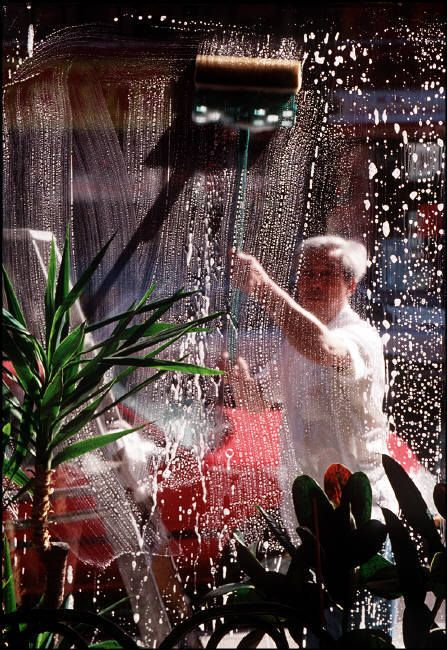 Cleaning your window. Gueorgui Pinkhassov