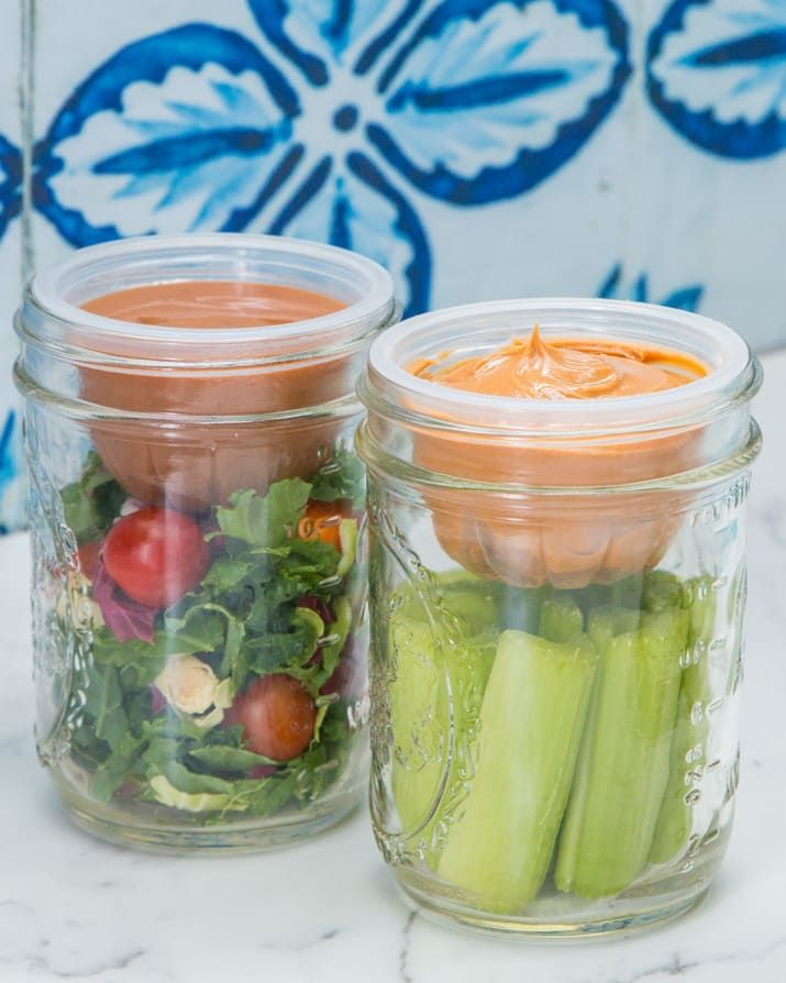 MATERIALSWide-mouth mason jar (any size will work!)Empty snack packINSTRUCTIONS1. Fill clean, empty snack pack with things like peanut butter for celery, dressing for salad, granola for yogurt, etc.2. Place inside jar, facing up, and secure mason jar lid as usual.