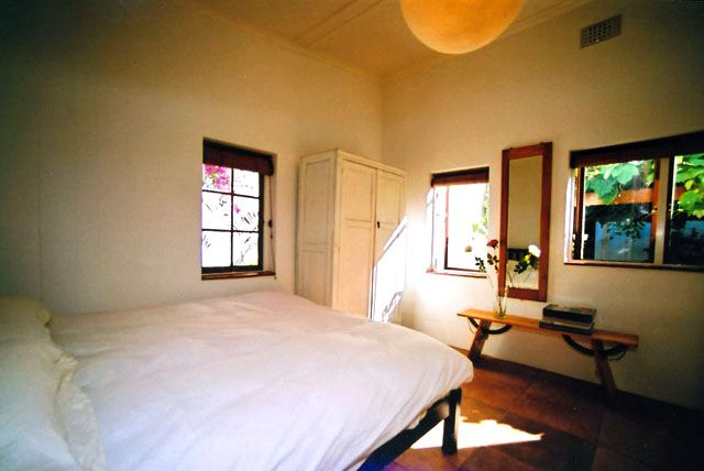 Self catering accommodation, St James, Cape Town   The Grapevine Bedroom  http://www.capepointroute.co.za/moreinfoAccommodation.php?aID=52