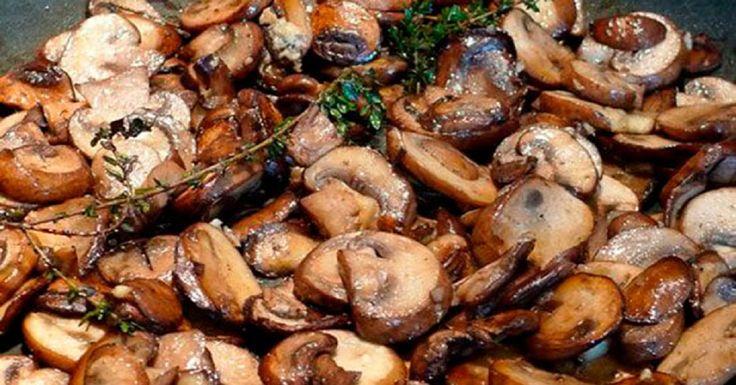 Ciupercile conferă mâncării un gust și o aromă deosebită. Cel mai ușor mod de a le găti este să le prăjiți. Vă propunem să creați acestdeliciu de neuitat pe fiecare masă de sărbătoare! Ingrediente -500 g ciuperci; -2-3 linguri vin alb sec; -2-3 căței de usturoi; -ulei de măsline după gust; -sare după gust. Mod de preparare: 1.Tăiați ciupercile. 2.Încălziți tigaia și turnați puțin ulei de măsline. 3.În tigaie puneți usturoiul pisat cu partea lată a cuțitului și prăjiți-l un minut. 4.Puneți…