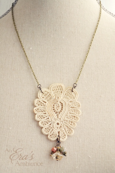 The lace looks like a peacock.
