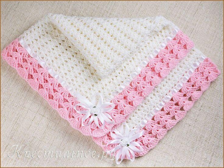 Связаный вручную ажурный плед для новорожденной девочки. Пряжа Бамбино Nako (75% акрил/25% шерсть), основной цвет белый, по краю пледа ажурная розовая кайма, атласная ленточка по периметру и декоративные бантики на уголках пледа. Плед можно использовать на выписке летом, накрыть малышку в коляске на прогулке, красиво сфотографировать новорожденную или взять с собой на Крещение.