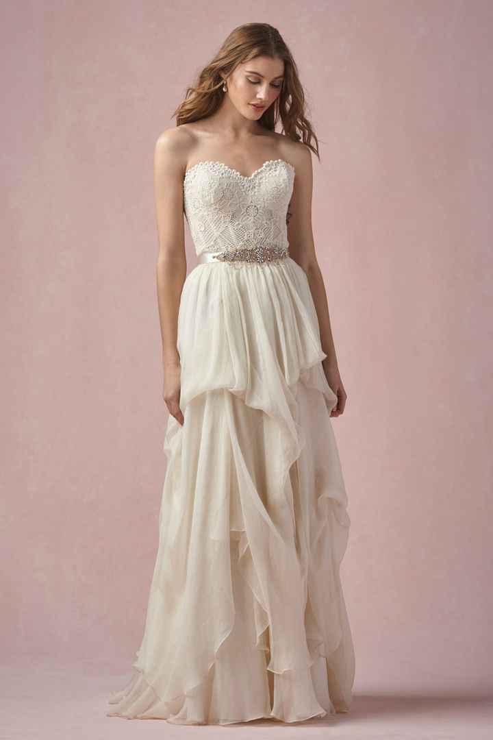 The Grace skirt and Bianca corset from Willowby by Watters is available at Sincerely, The Bride Vancouver, WA Portland Metro #sincerelythebride #oregonbride #nwbride