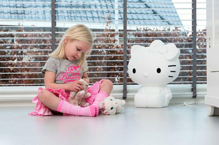 Kleine meisjes worden groot en Kitty White speelt daar uitstekend op in. De lamp is een stijlvolle eyecatcher in elke kinder- en woonkamer. -