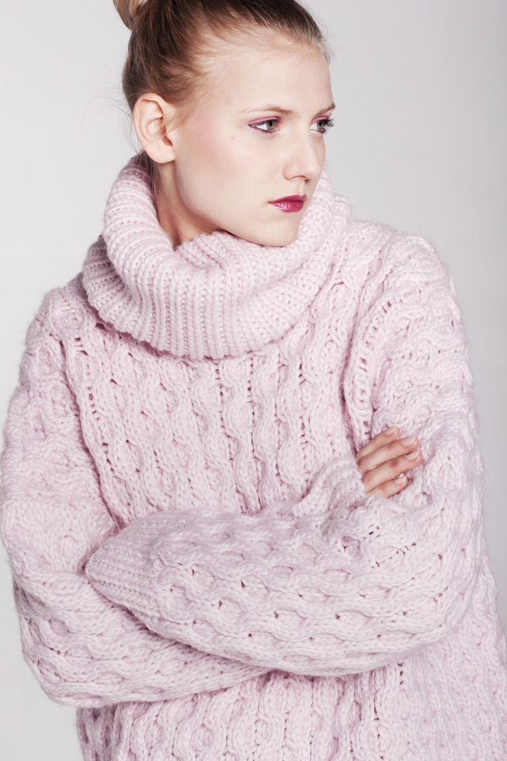 Karolina Scipniak / @karolina.scipniak #knitwear #fashion #womensfashion #fallwinter #knitweardesign #sweater #woolensweater #honeycombsweater