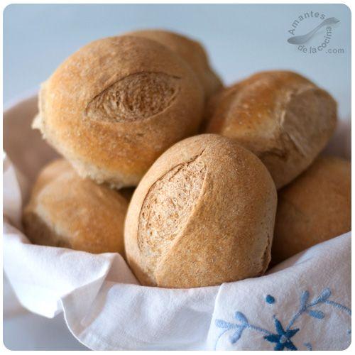 Estos panecillos de trigo integral son ideales para el desayuno con jalea o mermelada, y también son espectaculares en la cena con jamón y queso.