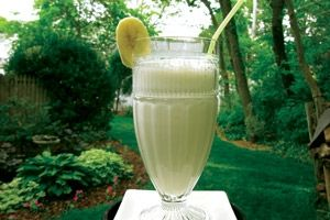 10 Low-Fat Recipes That Reduce Acid Reflux Banana Ginger Energy Smoothie Ingredients