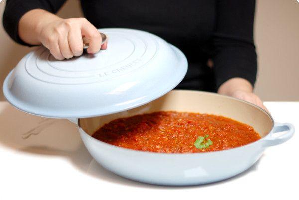 Receta de tomate a la Italiana, con orégano, en Thermomix. Para pastas, albóndigas, pescados, pizzas. Puedes envasarlo al vacío y disfrutarlo cuando quieras.