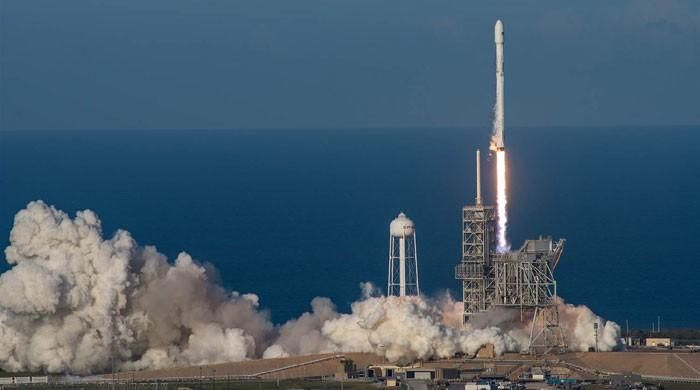 SpaceX launches first recycled rocket booster - https://www.pakistantalkshow.com/spacex-launches-first-recycled-rocket-booster/ - https://www.geo.tv/assets/uploads/updates/2017-03-31/l_136183_084427_updates.jpg