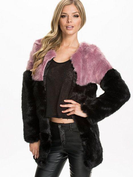 Contrast Faux Fur Coat Glamorous fra Nelly. Om denne nettbutikken: http://nettbutikknytt.no/nelly-com/