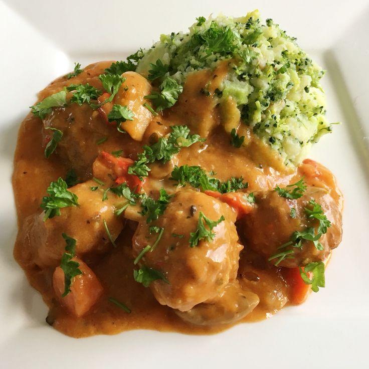 Broccoli mash with stroganoff meatballs