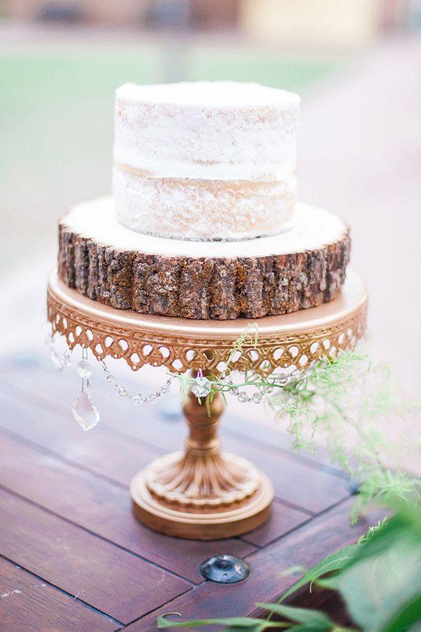 wood slice cake stand - photo by April Maura Photography http://ruffledblog.com/earthy-bohemian-wedding-inspiration #weddingcake #cakes
