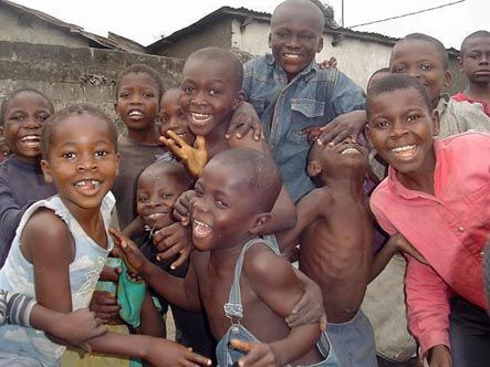 10.Tsamina mina zangalewa This time for Africa=Tsamina mina ¡eh! ¡eh!  Waka waka ¡eh! ¡eh!  Tsamina mina Zangaléwa Porque esto es África
